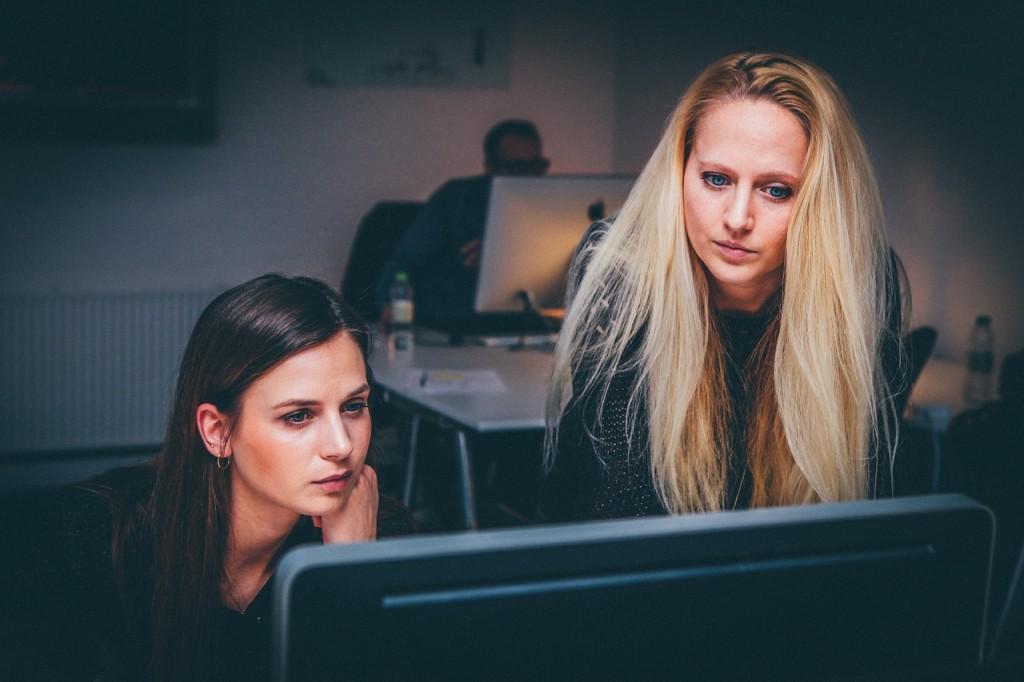 mujeres. y tecnología